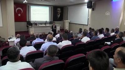 Hakkari'de muhtarlara 'resmi yazışma' semineri