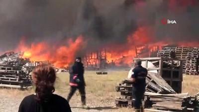 Manisa ot yangını palet fabrikasını küle çevirdi