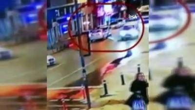 Bayrampaşa'da ATM'den para çeken Libyalının gasp edildiği anlar kamerada