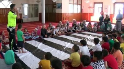 Camide hem Kuran hem de trafik kurallarını öğreniyorlar