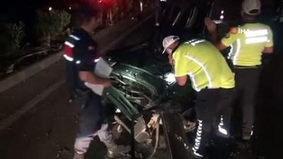 Otomobil ikiye bölündü, yarısı dereye uçtu: 3 yaralı