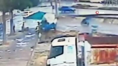 1 kişinin hayatını kaybettiği 2 kişinin ağır yaralandığı kaza kamerada