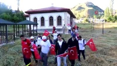 Milli mücadele ruhu için 27 kilometre yürüdüler