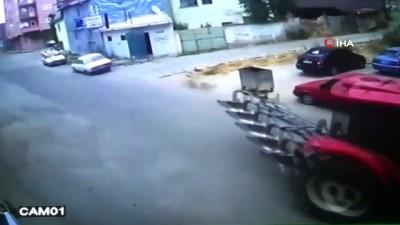 El freni çekilmeyen otomobil doğalgaz kutusuna çarptı...Kaza anı kamerada