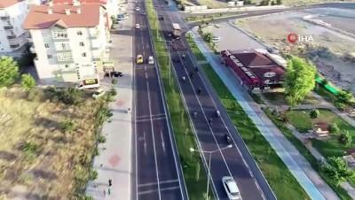 Motor tutkunu damadın gelin arabası da motosiklet oldu...Nevşehir sokaklarında motosikletli düğün konvoyu havadan görüntülendi