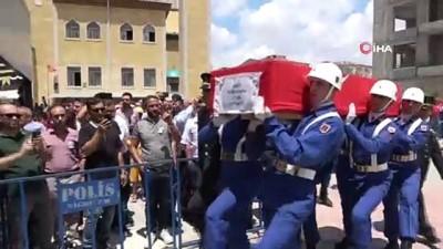 cenaze namazi -  Şehit Jandarma Teğmen Alim Keskin'i asker kardeşleri uğurladı