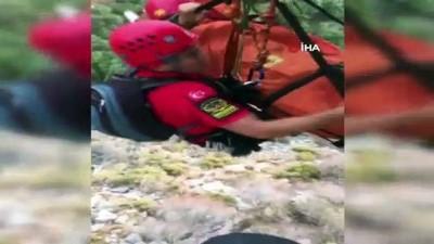 Fethiye'de kayalıklardan düşen ABD'li turist helikopter ile kurtarıldı