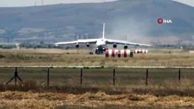 S-400 sevkiyatında onikinci uçak Mürted Hava Üssü'ne indi