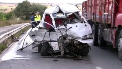 Arnavutköy'de iki araç kafa kafaya çarpıştı: 2 yaralı