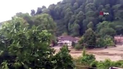 Akçakoca'da şiddetli yağış köyleri de vurdu... Köylüler evlerinde mahsur kaldı