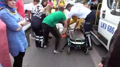 E-5'te motosiklet ile minibüs çarpıştı: 1 yaralı