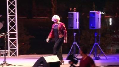 Gülsin Onay piyano resitali dinleyenlerden tam not aldı Video