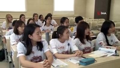 Yabancı öğrenciler yaz okulu kapsamında Türkçe öğreniyor