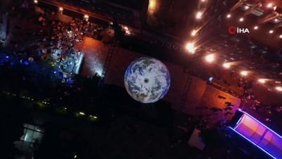 belgesel -  - Apollo 11'in Ay'a inişinin 50'nci yılı Çin'de ilginç bir etkinlikle kutlandı