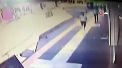 Çantası çalınan genç kız kapkaççıyı böyle kovaladı