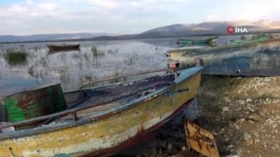 turkiye - Göl suyu çekildi yerini koyun sürüleri aldı