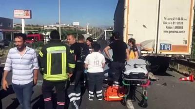 Otomobil park halindeki tıra çarptı: 3 ölü, 2 yaralı - MANİSA