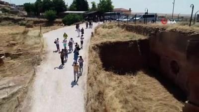 Dara Antik Kenti'nde açık galeri mezarlar havadan görüntülendi