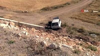 saglik ekibi -  Otomobil şarampole uçtu: 1 yaralı