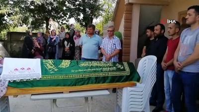 cenaze namazi -  Selde hayatını kaybeden kadın için annesinin evi önünde helallik alındı