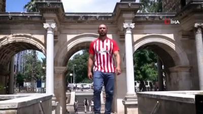 modeller - Antalyaspor'dan Ali Gürbüz'lü forma tanıtımı