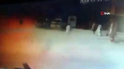 silahli saldirgan -  - Pakistan patlama anı