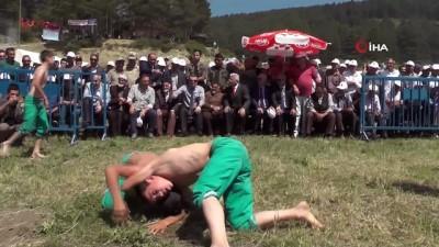 Vali Memiş, Kırdağ Karakucak güreş etkinliğine katıldı