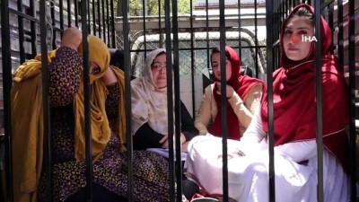 - Afganistan'da Kadın Milletvekili Adaylarından Tabutlu Protesto
