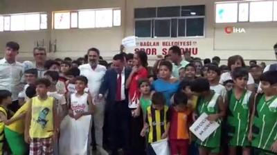 gumus madalya - Başkan Beyoğlu'ndan yaz spor okullarına katılan çocuklara malzeme desteği