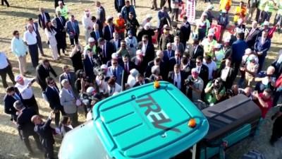 Cumhurbaşkanı Erdoğan, yerli üretim elektrikli traktörü kullandı