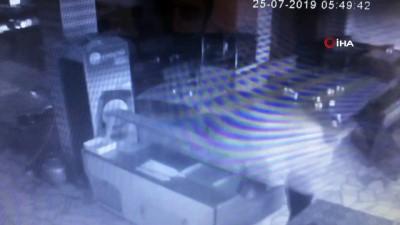 kalamis -  Midyat'ta lokantaya girip hırsızlık yapan zanlı yakalandı