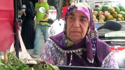 79 Yaşında el arabasıyla semizotu satan Fatma Teyze gençlere taş çıkartıyor