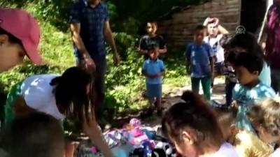Köy çocuklarının oyuncak ve pamuk şeker sevinci - SAMSUN