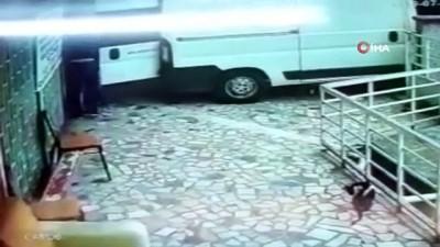 tekstil atolyesi -  Ticari araçla hırsızlığa geldiler, alarm çalınca hızla kaçtılar...O anlar kamerada