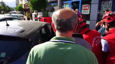 Otomobilde mahsur kalan köpek cam kırılarak kurtarıldı - BALIKESİR