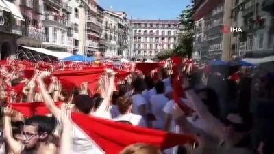 ispanya -  - 9 Gün Sürecek Geleneksel Boğa Festivali İspanya'da Başladı