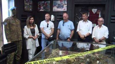 Hollandalı askerler Srebrenitsa'yı çektikleri kamerayı müzeye hediye etti - SARAYBOSNA