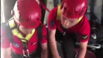 Kayalıklardan düşen üniversite öğrencisini jandarma kurtardı - ISPARTA