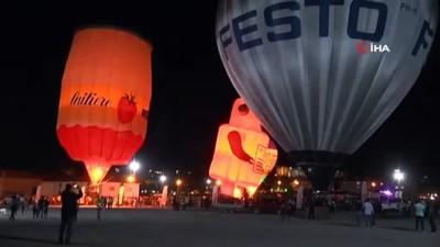 """Türkiye'de ilk defa balonlar """"Nigt Glow Show"""" gösterisi yaptı"""