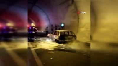 yangin tupu -  Amasra tünelinde alev alan otomobil hurdaya döndü