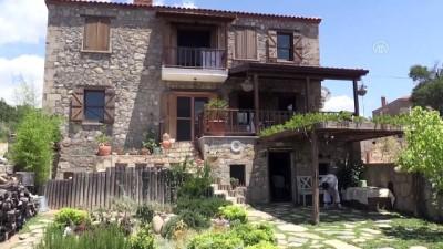Huzuru Köyde Bulanlar - Televizyonculuğu bırakıp 'arı vızıltısı' dinlemek için köye yerleşti - ÇANAKKALE
