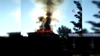 Ev alevlere teslim oldu, yangına müdahale eden itfaiye eri yaralandı
