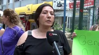 adliye binasi -  Şiddet gördüğü eşinden boşanmak isteyen kadın, adliye önünde eylemini sürdürdü
