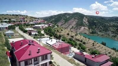 Sivas'taki bu köy, tatil köylerini aratmıyor
