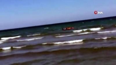 cankurtaran -  Denize giren asker boğulmaktan son anda kurtarıldı