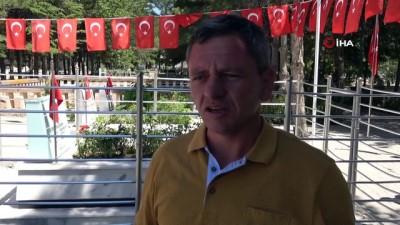 uzun omur -  Kahraman şehit Halisdemir'in kabrine bayram ziyareti