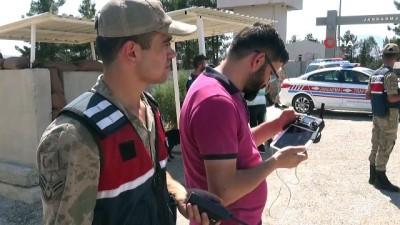 Kilis'te jandarma ekiplerinden 'drone'lu uygulama havadan görüntülendi