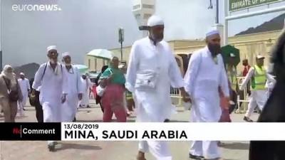 vakfe - 2 milyonun üzerinde Müslüman Hac vazifesini tamamlamak için Mina'da şeytan taşladı