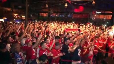 sarkici - Liverpoollu taraftarlar maç öncesi İstanbul'da doyasıya eğlendi