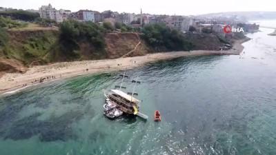 - Sinop'ta gezi teknesi karaya oturdu - Sinop'ta karaya oturan teknedeki vatandaşlar tahliye edildi